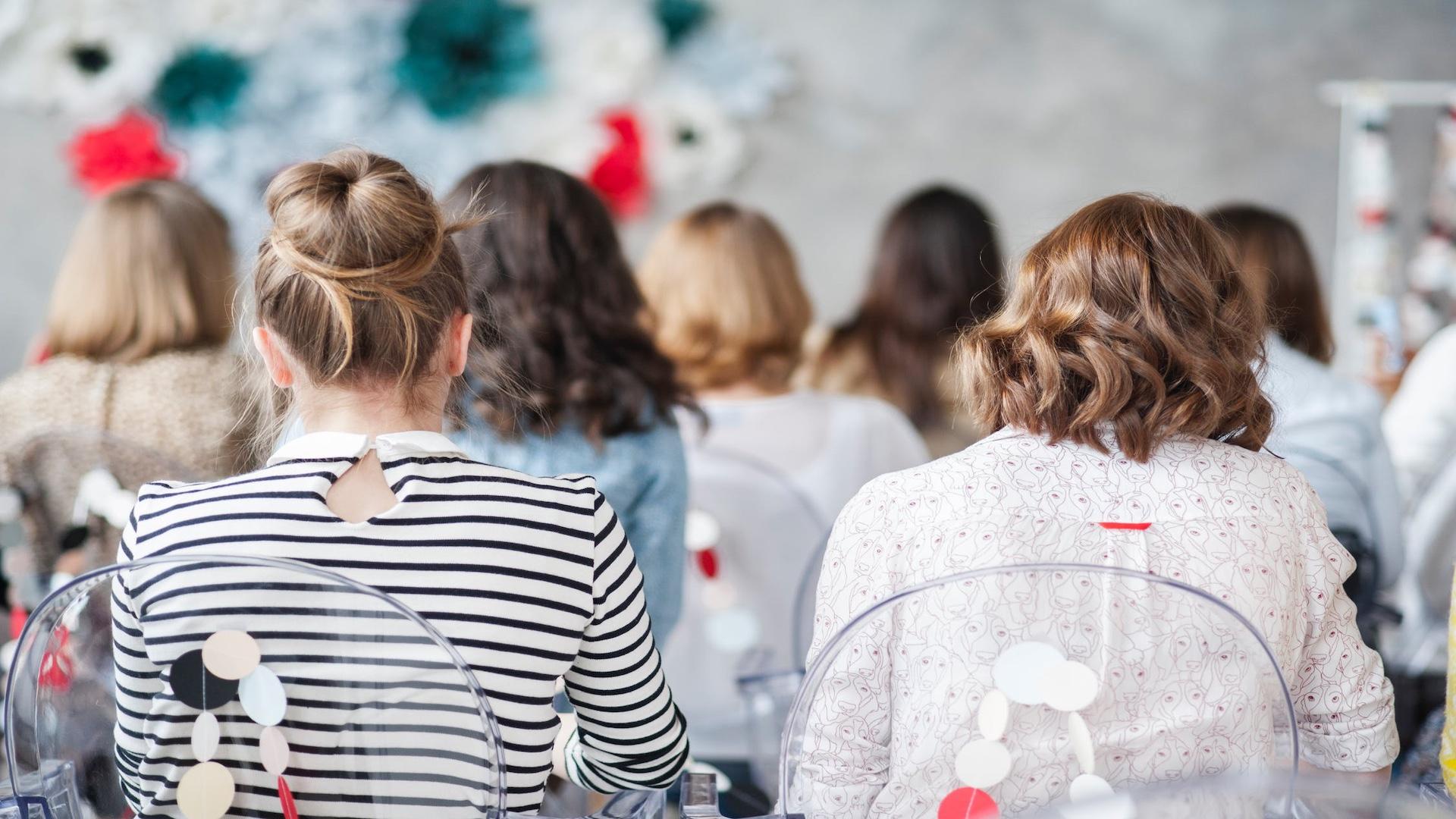 content-marketing-forum-female-session